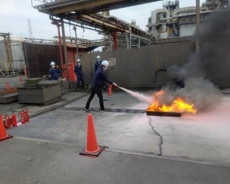 消火器での消火